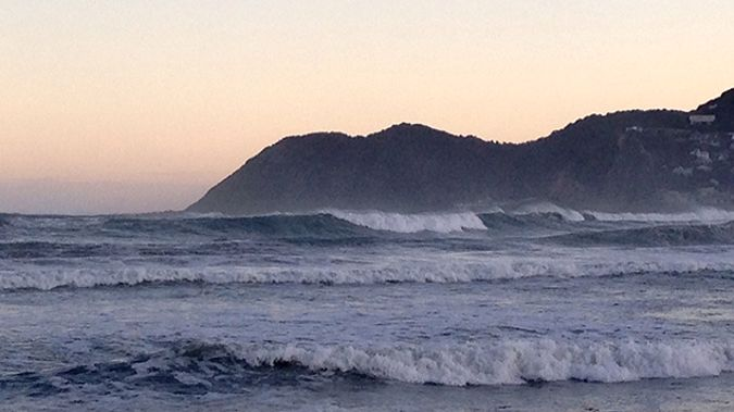 Big waves pounding Lyall Bay in Wellington (Laura Dooney)