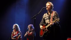 Dan Hicks, performing with the Hot Licks (Getty Images)