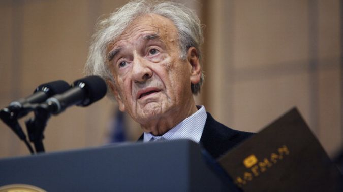 Wiesel introducing Barack Obama at the Holocaust Memorial in Washington DC, 2012 (Getty Images)