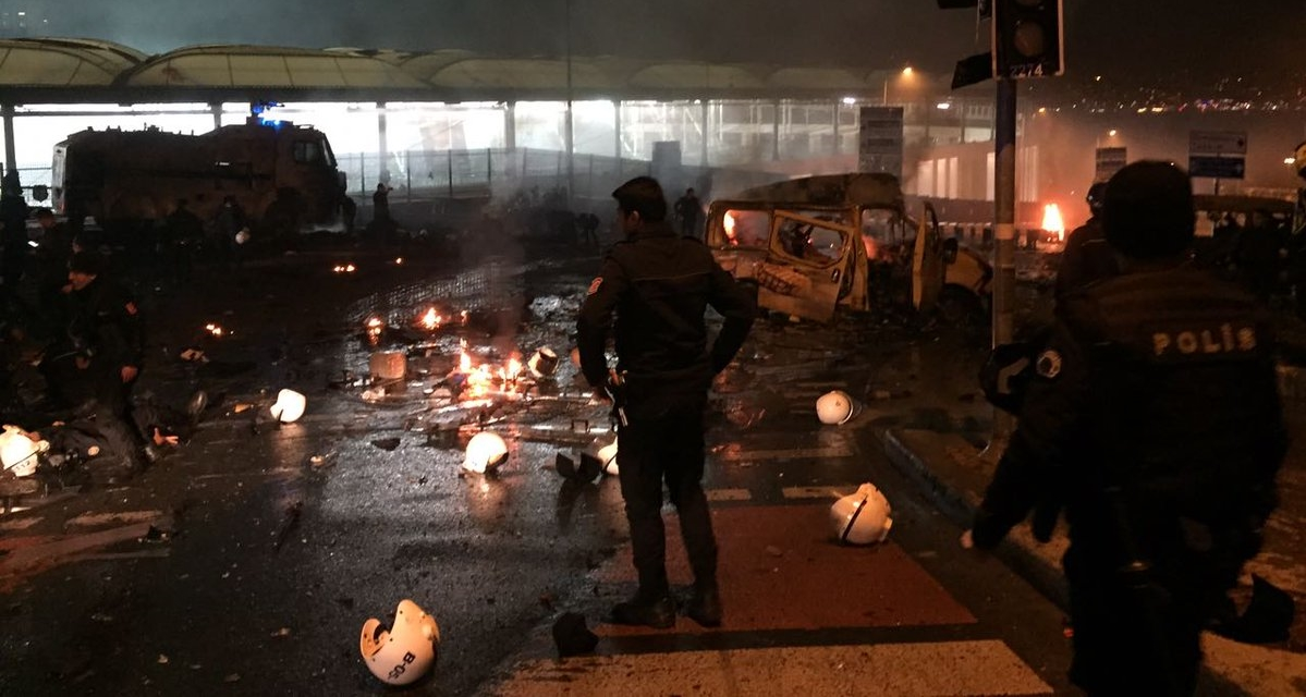 Two explosions rock Istanbul