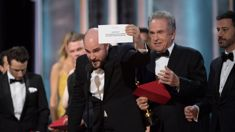 Supreme gaffe crowns Oscars ceremony of blunders