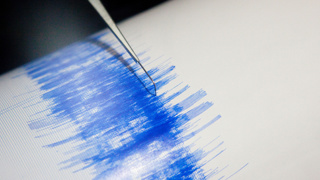 Wave warning after 6.8 quake strikes off Philippines