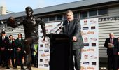 Former All Blacks player Sir Colin Meads speaks in front of a new statue of himself. (Photo \ Getty Images)