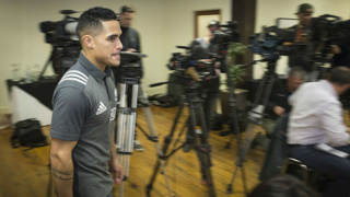 Aaron Smith's toilet tryst scandal erupts again: Was ABs management misled?