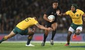 Julian Savea of the All Blacks makes a break during the Bledisloe Cup Rugby Championship match between the New Zealand All Blacks and the Australia Wallabies at Eden Park on October 22, 2016. (Photo \ Getty Images)