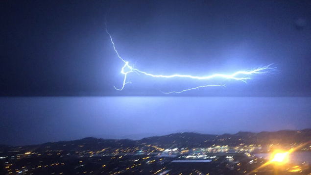More Than 4000 People Have No Power In Wellington As An Electrical Storm  Lights Up The