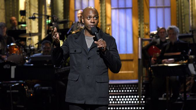 Dave Chappelle recieves Emmy for his hosting of SNL (getty)