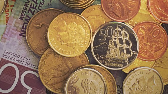 NZ dollar predicted to stabilise after last night's drop