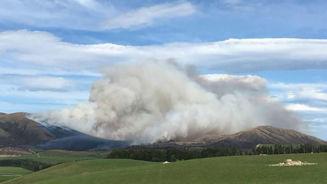 Fire crews battle 1300 hectare blaze near Te Anau