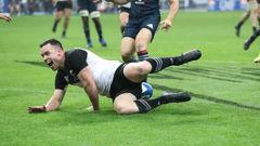 Ryan Crotty scores the All Blacks 2000th test try. Photo/Photosport