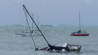 Yacht sinks in rough seas on Auckland's North Shore