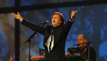Paul McCartney arrives in New Zealand