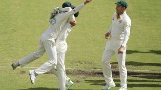 Australia reclaims Ashes from England