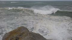 Strong waves are predicted to lash the West Coast today. (Photo / File)
