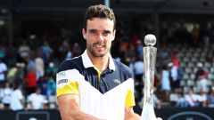 Roberto Bautista Agut with the winners trophy after winning the men's final of the ASB Classic. (Photo / Photosport)