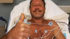 Michael Packard, 56, gives the thumbs up from hospital after being swallowed by a humpback whale. (Photo / Supplied)