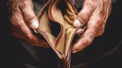 Almost half of New Zealanders say money is an issue and they are only just getting by day to day. (Photo \ 123RF)