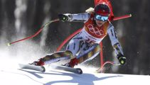 Snowboarder claims Super-G gold medal with borrowed skis