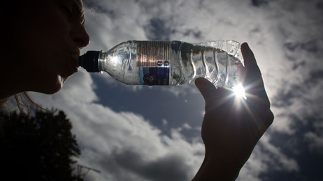 Plastic watter bottles could be tainted with harmful plastic particles