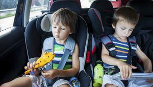 Children in car seat restraints (Photo \ iStock)