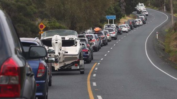 SH1 near Puhoi reopens 12 hours after police shoot machete