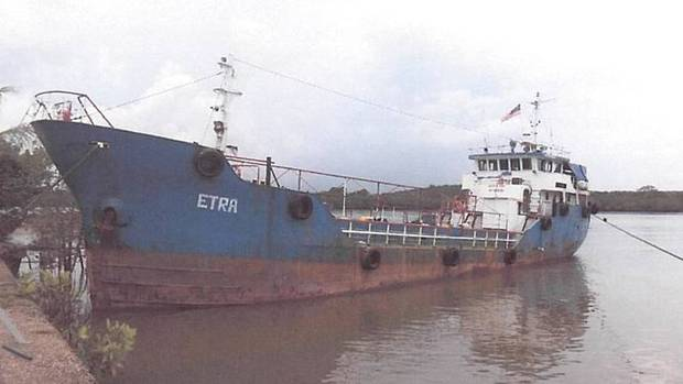 Malaysia halts people-smuggling ship