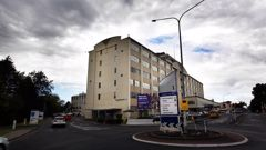 A toxic mould infested Middlemore Hospital building is to be re-clad, while patients are inside. Photo / NZH)
