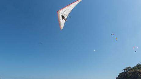 Hang glider dies in Kariotahi Beach accident