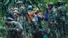 Thai rescuers prepare to enter the cave where the boys have been trapped since June 23 in Mae Sai (Image / AP)
