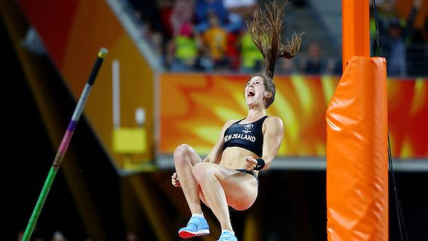 Eliza McCartney, seen here at the Commonwealth Games, has broken the record yet again. (Photo / Photosport)