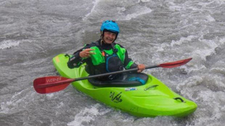 Kayaker paddles for life as grizzly bear gives chase