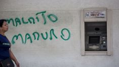 Venezuela devalues currency, raises minimum wage by 3000%