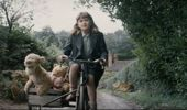 Madeline Robin (Bronte Carmichael) and Tigger, Piglet and Winnie the Pooh in Christopher Robin.