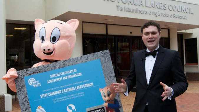Taxpayers' Union mascot Porky (left) with the lobby group's executive director Jordan Williams during a publicity stunt. Photo / Stephen Parker.