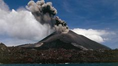 Kiwi captures 'car-size' lava bombs from volcanic eruption in Indonesia