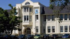 Mt Albert Grammar shuts out senior students on final day of school