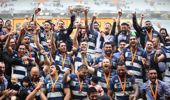 Auckland celebrate with after claiming the trophy. (Photo / Getty)