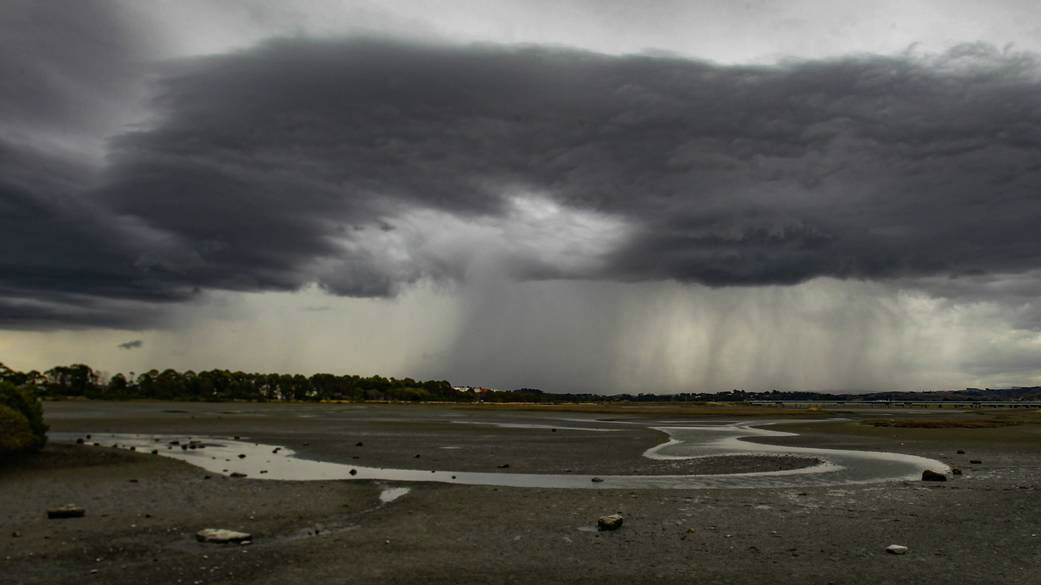 Thunderstorm risk continues to lie over the country