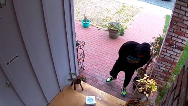 YouTuber Rigs Glitter and Fart-Spray Bomb to Catch Porch Pirates