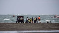 Search continues for teen at Whatipu Beach