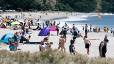 Temperatures to climb above 30C as beach weather hits country