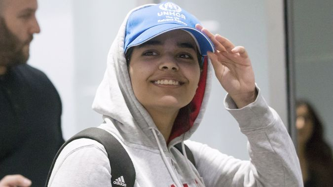 Rahaf Mohammed Alqunun smiled at reporters as she arrived at an airport in Toronto. (Photo / AP)