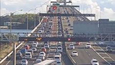 Breakdown on Auckland Harbour Bridge causes delays