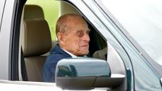 Prince Philip surrenders driving licence after Sandringham crash