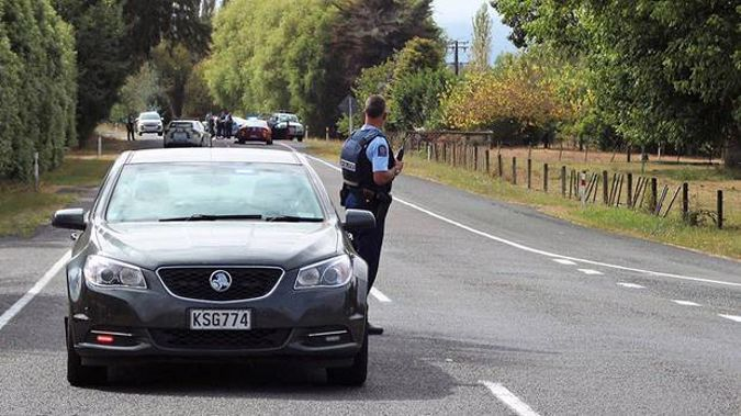 Police at a cordon near Te Teko. (Photo / Rahera Fox)