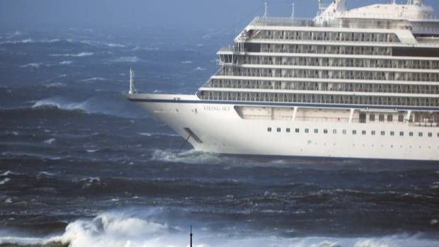 The cruise ship Viking Sky lays at anchor in heavy seas, after it sent out a Mayday signal because of engine failure in windy conditions off the west coast of Norway. (Photo / AP)