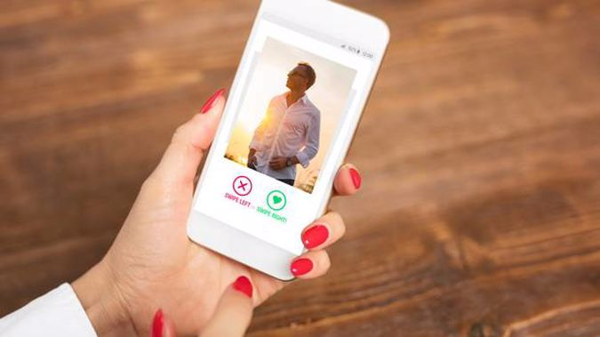 A man was struggling for an alibi after being caught using Tinder on his phone after getting spotted during a Hamilton police operation targeting drivers using their cellphones. Photo / 123RF