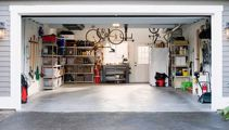Do Kiwis use garages for their cars?