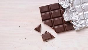 Michelle Dickinson: Sniffing chocolate can help you quit smoking