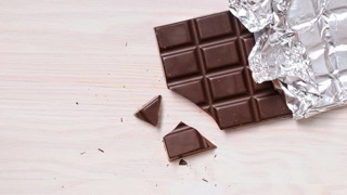 Sniffing chocolate can help you quit smoking